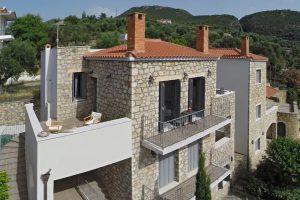 Πέτρινο συγκρότημα κατοικιών στις Κιτριές Μεσσηνίας