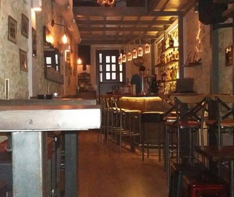 Εξωτερική και εσωτερική διακόσμηση μπαρ και καταστημάτων εστίασης